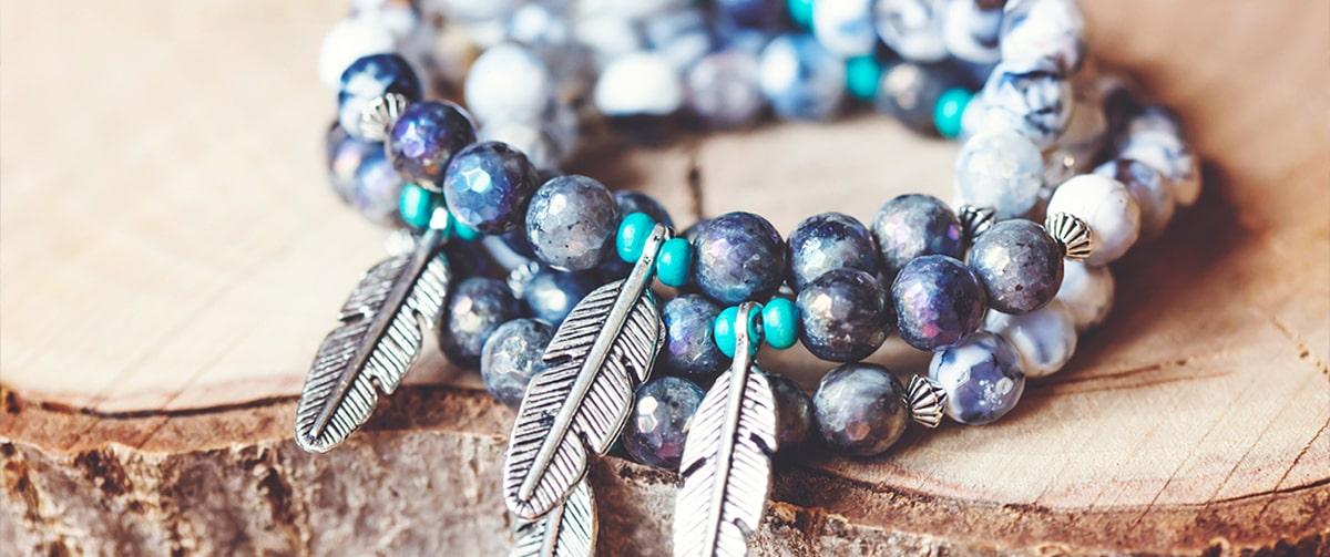 Bracelet avec des perles de pierre naturelle en labradorite